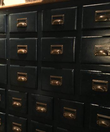 vintage grote apothekerskast