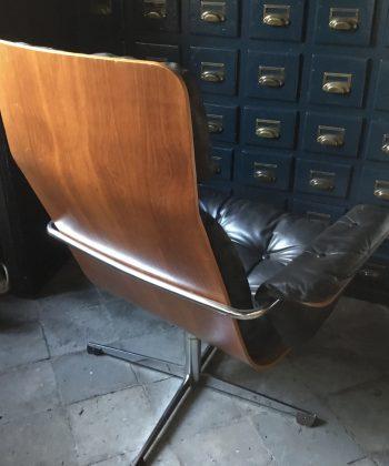jaren 80 stoel zwart leer plywood Eames