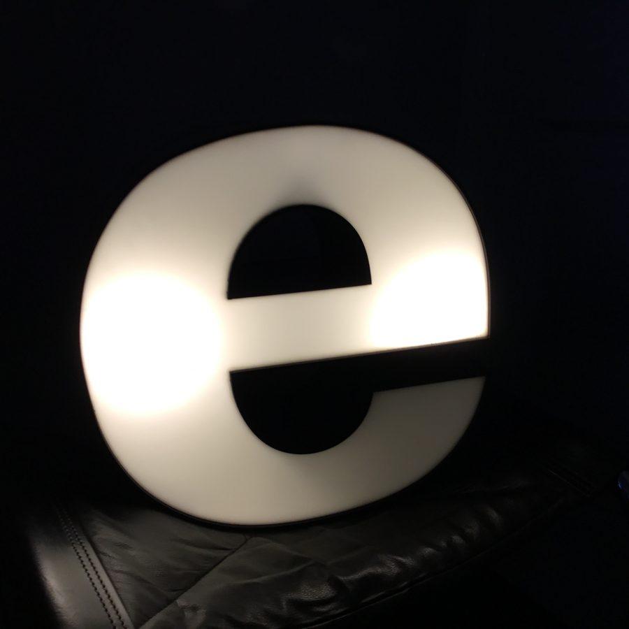 vintage letter E lichtbak