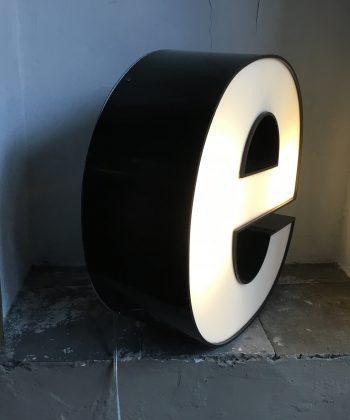 vintage letter E licht