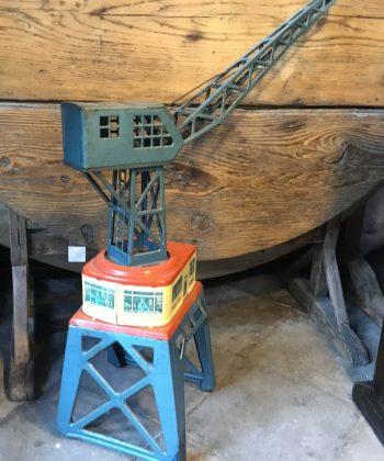 vintage speelgoed hijskraan blik