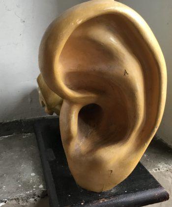 vintage oor schaalmodel